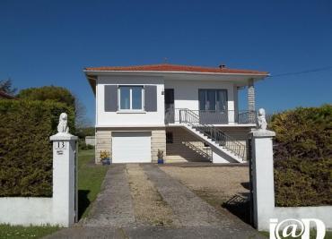 Maison Semussac &bull; <span class='offer-area-number'>160</span> m² environ &bull; <span class='offer-rooms-number'>6</span> pièces