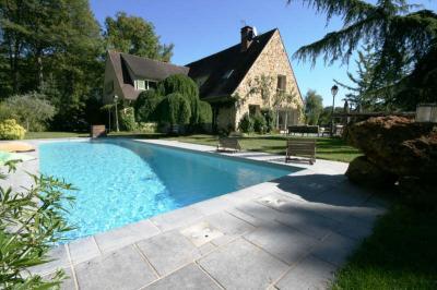 Maison St Lambert des Bois &bull; <span class='offer-area-number'>300</span> m² environ &bull; <span class='offer-rooms-number'>10</span> pièces