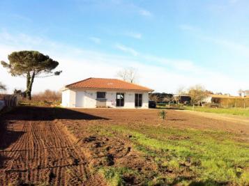 Maison St Sauveur &bull; <span class='offer-area-number'>85</span> m² environ &bull; <span class='offer-rooms-number'>4</span> pièces