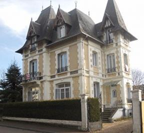 Maison Thiberville &bull; <span class='offer-area-number'>216</span> m² environ &bull; <span class='offer-rooms-number'>8</span> pièces
