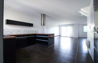 Maison Pompignac &bull; <span class='offer-area-number'>118</span> m² environ &bull; <span class='offer-rooms-number'>5</span> pièces