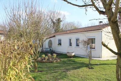 Maison La Jarne &bull; <span class='offer-area-number'>145</span> m² environ