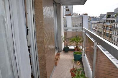 Appartement Paris 11 &bull; <span class='offer-area-number'>50</span> m² environ &bull; <span class='offer-rooms-number'>2</span> pièces