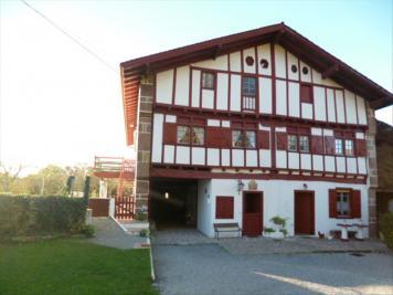 Maison Ainhoa &bull; <span class='offer-area-number'>300</span> m² environ &bull; <span class='offer-rooms-number'>10</span> pièces