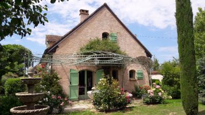 Maison Epernon &bull; <span class='offer-area-number'>259</span> m² environ &bull; <span class='offer-rooms-number'>8</span> pièces