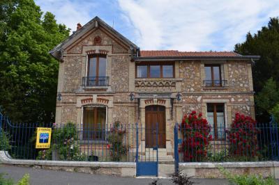 Maison Vitry la Ville &bull; <span class='offer-area-number'>114</span> m² environ &bull; <span class='offer-rooms-number'>5</span> pièces