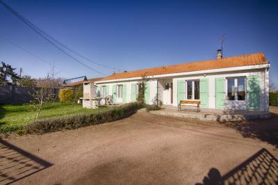 Maison St Varent &bull; <span class='offer-area-number'>127</span> m² environ &bull; <span class='offer-rooms-number'>7</span> pièces