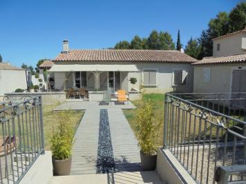 Villa Eyragues &bull; <span class='offer-area-number'>130</span> m² environ &bull; <span class='offer-rooms-number'>6</span> pièces