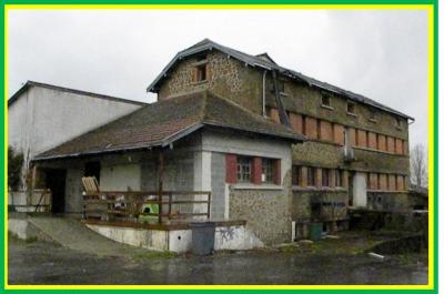 Immeuble St Varent &bull; <span class='offer-area-number'>130</span> m² environ &bull; <span class='offer-rooms-number'>5</span> pièces