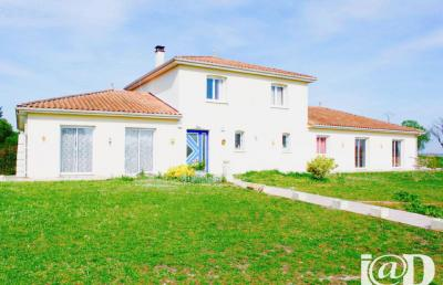 Maison Vendeuvre du Poitou &bull; <span class='offer-area-number'>250</span> m² environ &bull; <span class='offer-rooms-number'>8</span> pièces