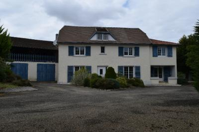 Maison Hagetmau &bull; <span class='offer-area-number'>234</span> m² environ &bull; <span class='offer-rooms-number'>9</span> pièces