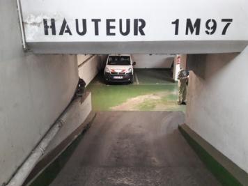 Parking Paris 15 &bull; <span class='offer-area-number'>12</span> m² environ