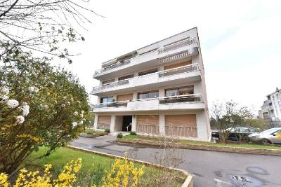 Appartement Le Plessis Robinson &bull; <span class='offer-area-number'>52</span> m² environ &bull; <span class='offer-rooms-number'>2</span> pièces