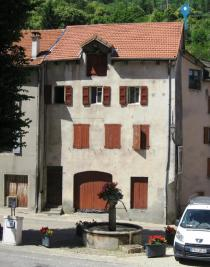 Immeuble Villefort &bull; <span class='offer-area-number'>225</span> m² environ &bull; <span class='offer-rooms-number'>4</span> pièces