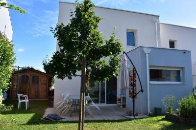 Maison Trelaze &bull; <span class='offer-area-number'>78</span> m² environ &bull; <span class='offer-rooms-number'>5</span> pièces
