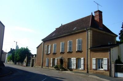 Maison Chambilly &bull; <span class='offer-area-number'>233</span> m² environ &bull; <span class='offer-rooms-number'>9</span> pièces