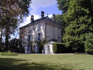 Maison Villevaude &bull; <span class='offer-area-number'>280</span> m² environ &bull; <span class='offer-rooms-number'>8</span> pièces