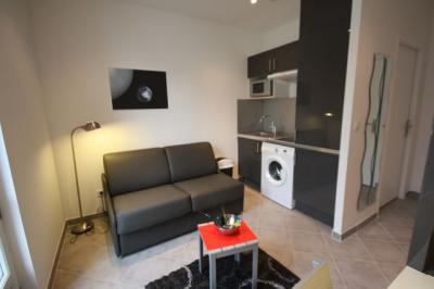 Appartement Marseille 02 &bull; <span class='offer-area-number'>18</span> m² environ &bull; <span class='offer-rooms-number'>1</span> pièce