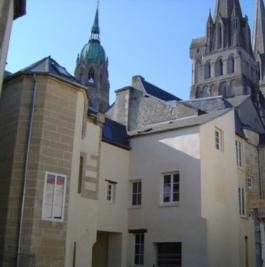 Appartement Bayeux &bull; <span class='offer-area-number'>95</span> m² environ &bull; <span class='offer-rooms-number'>4</span> pièces