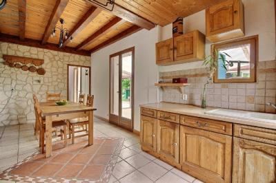 Maison Champdotre &bull; <span class='offer-area-number'>115</span> m² environ &bull; <span class='offer-rooms-number'>5</span> pièces