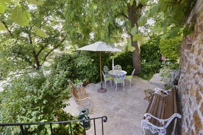 Maison Paris 20 &bull; <span class='offer-area-number'>200</span> m² environ &bull; <span class='offer-rooms-number'>9</span> pièces