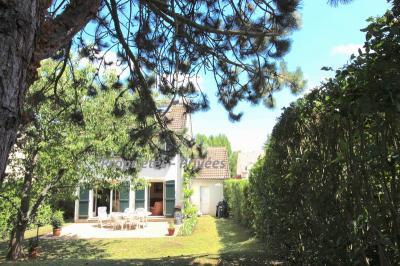 Maison Fourqueux &bull; <span class='offer-area-number'>140</span> m² environ &bull; <span class='offer-rooms-number'>6</span> pièces