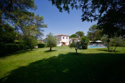 Maison Montferrier sur Lez &bull; <span class='offer-area-number'>250</span> m² environ &bull; <span class='offer-rooms-number'>8</span> pièces