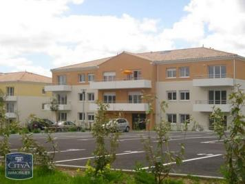 Appartement St Jean D Angely &bull; <span class='offer-area-number'>61</span> m² environ &bull; <span class='offer-rooms-number'>3</span> pièces