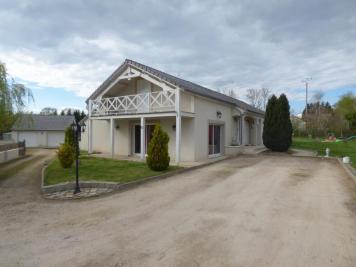 Maison Villebret &bull; <span class='offer-area-number'>180</span> m² environ &bull; <span class='offer-rooms-number'>6</span> pièces