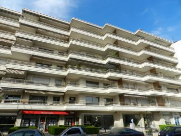Appartement La Varenne St Hilaire &bull; <span class='offer-area-number'>18</span> m² environ &bull; <span class='offer-rooms-number'>1</span> pièce