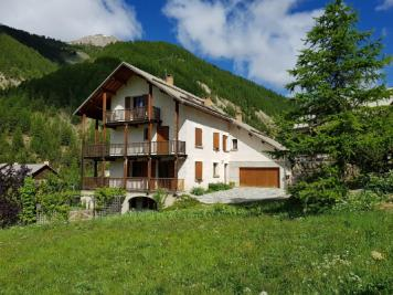 Maison Arvieux &bull; <span class='offer-area-number'>357</span> m² environ &bull; <span class='offer-rooms-number'>17</span> pièces