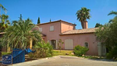 Villa Sanary sur Mer &bull; <span class='offer-area-number'>270</span> m² environ &bull; <span class='offer-rooms-number'>7</span> pièces