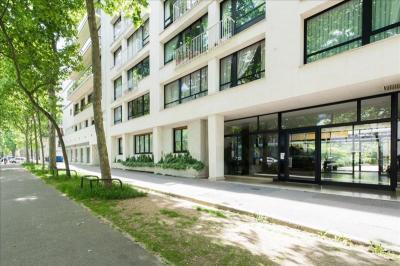 Appartement Paris 15 &bull; <span class='offer-area-number'>63</span> m² environ &bull; <span class='offer-rooms-number'>2</span> pièces