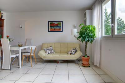 Appartement Clamart &bull; <span class='offer-area-number'>58</span> m² environ &bull; <span class='offer-rooms-number'>2</span> pièces