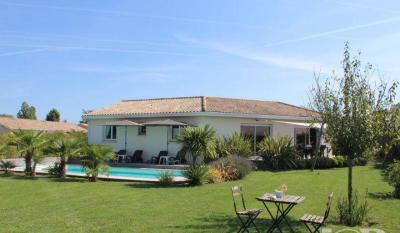 Maison St Andre de Cubzac &bull; <span class='offer-area-number'>146</span> m² environ &bull; <span class='offer-rooms-number'>5</span> pièces