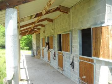 Propri&eacute;t&eacute; Villebret &bull; <span class='offer-area-number'>136</span> m² environ &bull; <span class='offer-rooms-number'>1</span> pièce