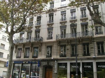 Appartement Lyon 06 &bull; <span class='offer-area-number'>103</span> m² environ &bull; <span class='offer-rooms-number'>4</span> pièces