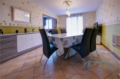 Appartement St Julien les Villas &bull; <span class='offer-area-number'>93</span> m² environ &bull; <span class='offer-rooms-number'>5</span> pièces