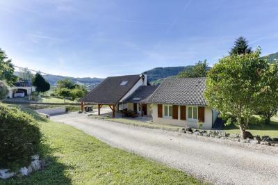 Maison Massieu &bull; <span class='offer-area-number'>141</span> m² environ &bull; <span class='offer-rooms-number'>7</span> pièces