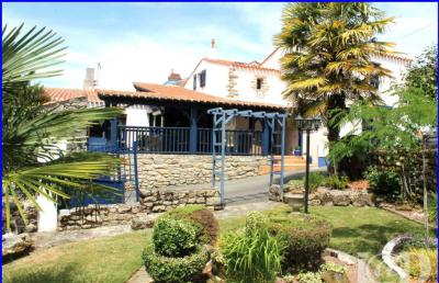 Maison Le Poire sur Vie &bull; <span class='offer-area-number'>142</span> m² environ &bull; <span class='offer-rooms-number'>5</span> pièces