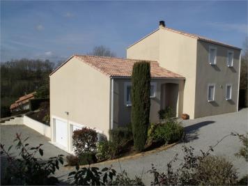 Maison Nanteuil &bull; <span class='offer-area-number'>139</span> m² environ &bull; <span class='offer-rooms-number'>5</span> pièces