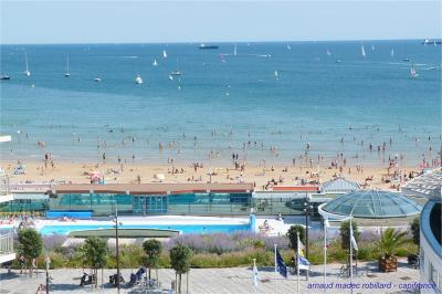 Appartement Les Sables d Olonne &bull; <span class='offer-area-number'>100</span> m² environ &bull; <span class='offer-rooms-number'>4</span> pièces