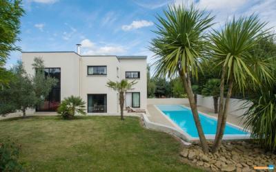 Maison St Pierre de Plesguen &bull; <span class='offer-area-number'>227</span> m² environ &bull; <span class='offer-rooms-number'>7</span> pièces