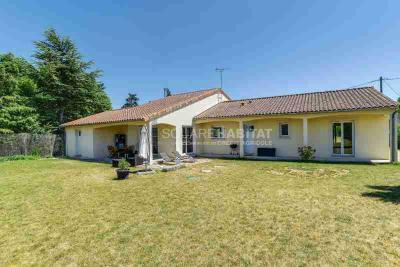 Maison Neuville de Poitou &bull; <span class='offer-area-number'>163</span> m² environ &bull; <span class='offer-rooms-number'>4</span> pièces