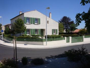 Maison Lagord &bull; <span class='offer-area-number'>204</span> m² environ &bull; <span class='offer-rooms-number'>6</span> pièces