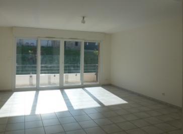 Appartement Montferrat &bull; <span class='offer-area-number'>74</span> m² environ &bull; <span class='offer-rooms-number'>3</span> pièces