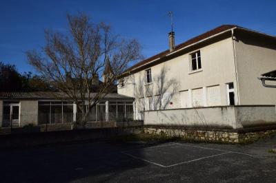 Maison Montaut &bull; <span class='offer-area-number'>246</span> m² environ &bull; <span class='offer-rooms-number'>5</span> pièces