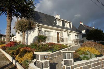 Maison Guemene sur Scorff &bull; <span class='offer-area-number'>147</span> m² environ &bull; <span class='offer-rooms-number'>8</span> pièces