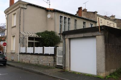 Maison Cerizay &bull; <span class='offer-area-number'>345</span> m² environ