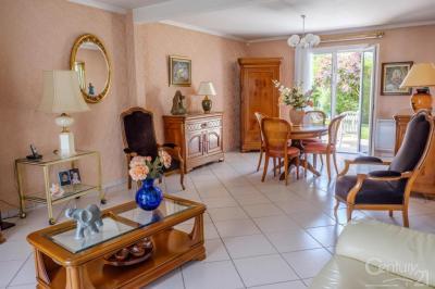 Maison Fontenay le Fleury &bull; <span class='offer-area-number'>132</span> m² environ &bull; <span class='offer-rooms-number'>5</span> pièces